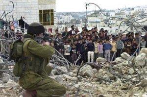 Kerumunan anak Palestina, sasaran empuk tentara israel